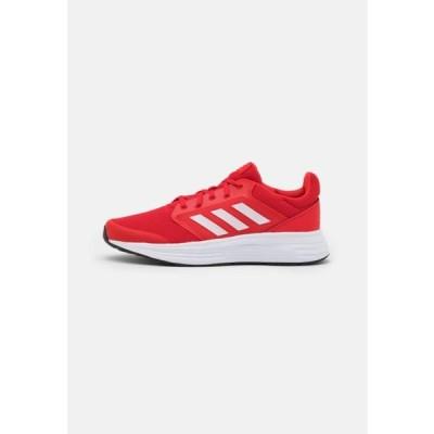 アディダス メンズ スポーツ用品 GALAXY - Neutral running shoes - vivid red/footwear white/solar red