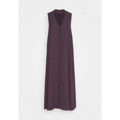 フー ワット ウェア ワンピース レディース トップス CUTOUT VNECK DRESS - Day dress - dark plum