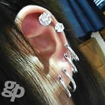 Manalさんの耳のボディピアス写真★クリスタルジュエルピアス:8mmジュエル(GG)(M)