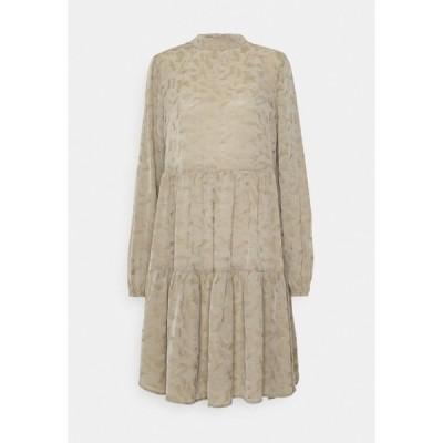 オブジェクト トール ワンピース レディース トップス OBJTIRIL SHORT DRESS TALL - Day dress - fossil
