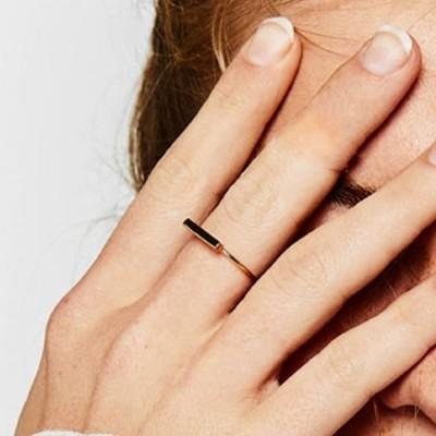 新到着の 女性 ステンレス 鋼ストリップ形の リング ゴールド カラー ファッション 抗アレルギー ジュエリー 結婚式や 婚約