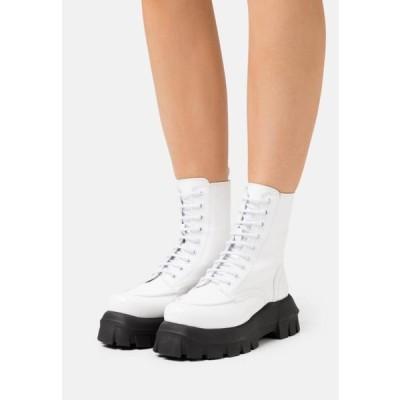トップショップ レディース ブーツ VEGAN VERITY CHUNKY LACE - Lace-up ankle boots - white