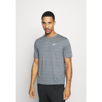 ナイキ シャツ メンズ トップス MILER  - Basic T-shirt - smoke grey/reflective silver