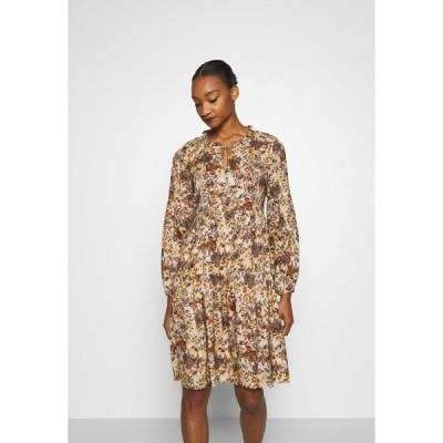 クリーム ワンピース レディース トップス AUGUSTA DRESS - Day dress - brown fall leafs