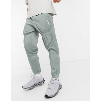 リーボック Reebok メンズ ジョガーパンツ ボトムス・パンツ Woven Drawstring Track Pants In Khaki グリーン