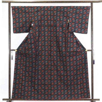 リサイクル着物 紬 正絹黒地袷村山大島紬着物未使用品