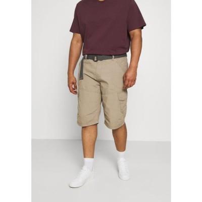 メンズ ファッション CARGO WITH BELT - Shorts - sand