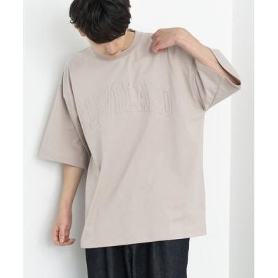Rocky Monroe / オーバーサイズ カレッジロゴ 刺繍&プリントTシャツ MEN トップス > Tシャツ/カットソー