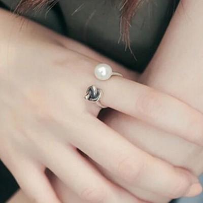 指輪 リング アクセサリー レディース 女性用 シルバーカラー フェイクパール 調整可能 かわいい おしゃれ シンプル ギフト 記念日 誕生日 プレゼ