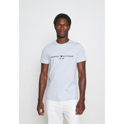 トミー ヒルフィガー Tシャツ メンズ トップス LOGO TEE - Print T-shirt - breezy blue