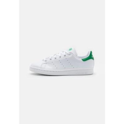 アディダス メンズ 靴 シューズ SUSTAINABLE STAN SMITH UNISEX - Trainers - footwear white/green