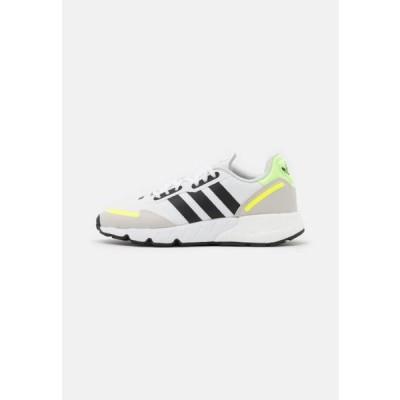 アディダス メンズ 靴 シューズ ZX 1K BOOST UNISEX - Trainers - footwear white/core black/solar yellow