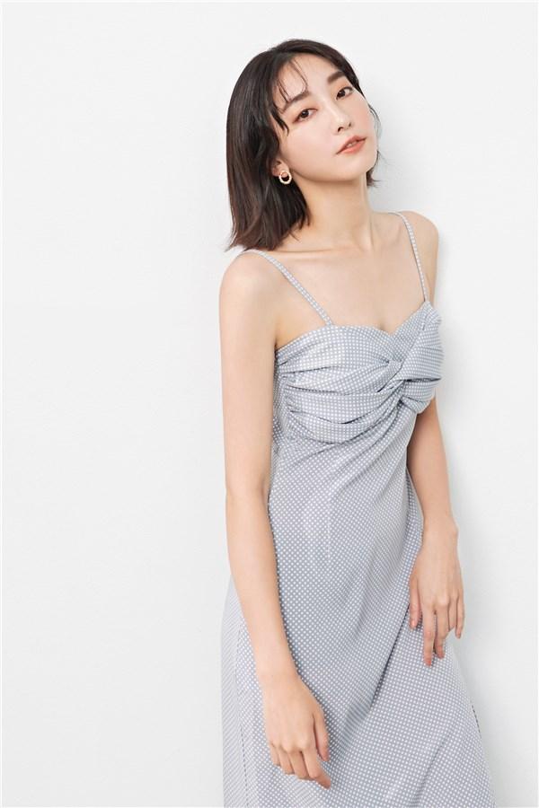 法式慵懶露背綁帶洋裝