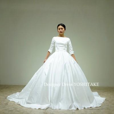 白いサテンだけで制作した長袖シンプルプリンセスラインドレス(パニエ付)結婚式