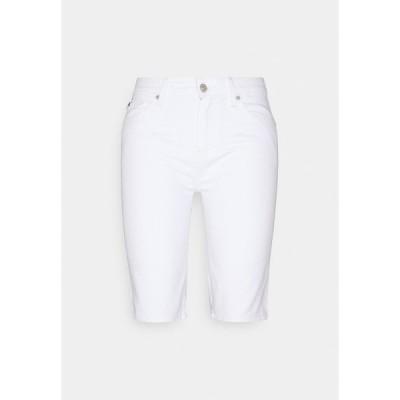 トミー ヒルフィガー カジュアルパンツ レディース ボトムス VENICE BERMUDA - Shorts - white