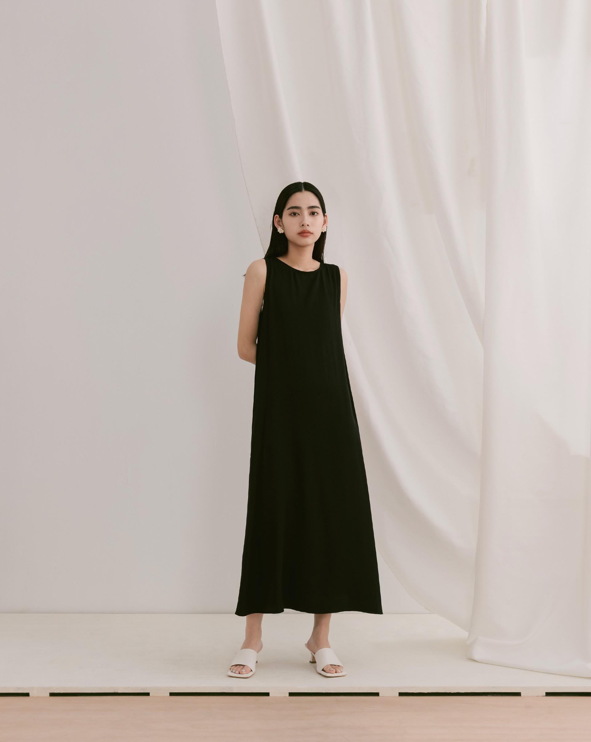 微光澤感修身長洋裝-Meierq