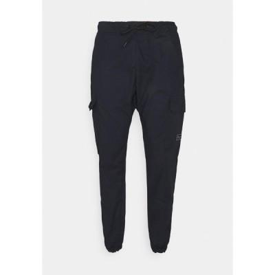 クロージャ ロンドン カジュアルパンツ メンズ ボトムス UTILITY JOGGER - Trousers - navy