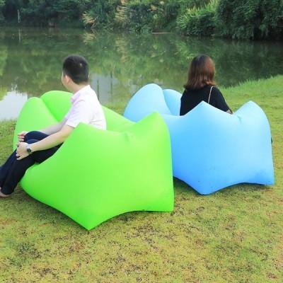 トレンドアウトドア製品ファーストインフレータブルエアーソファベッド良質寝袋インフレータブルエアバッグレイジーバッグビーチソファLaybag