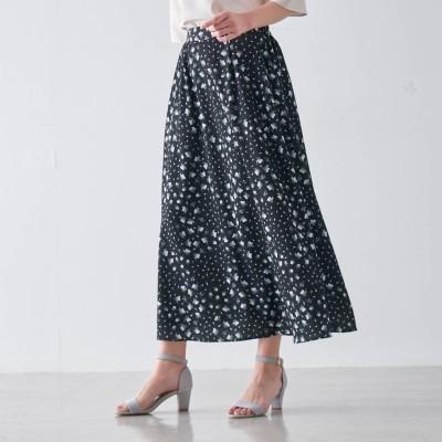 女性らしいシルエットのプリントフレアロングスカート