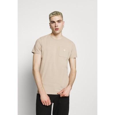 ノーレッジ コットン アパレル Tシャツ メンズ トップス ALDER GARMENT TEE POCKET AND BADGE - Basic T-shirt - light feather gray
