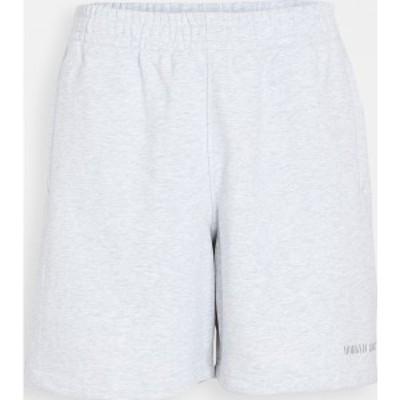 (取寄)アディダス メンズ x ファレル ウィリアムズ ベーシック ショーツ adidas Men's x Pharrell Williams Basic Shorts LightGrey