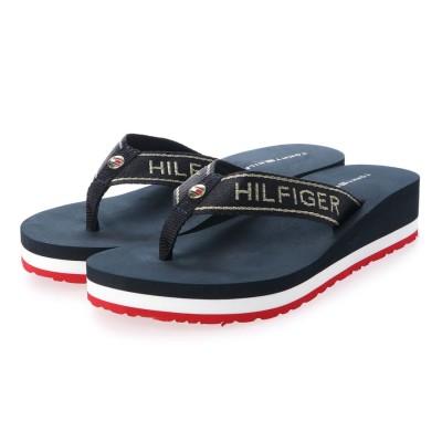 トミーヒルフィガー TOMMY HILFIGER 【オンライン限定】メタルロゴウェッジビーチサンダル (ネイビー)