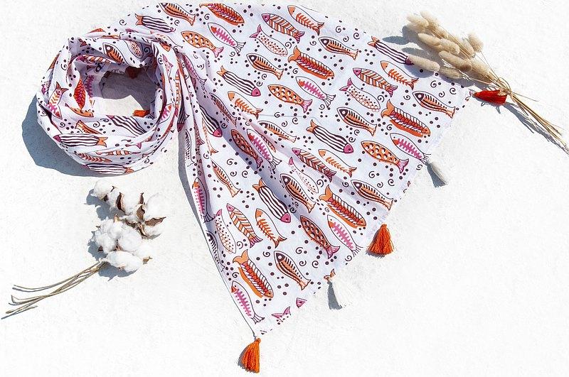 手工木刻印植物染圍巾手織圍巾 編織圍巾 草木染純綿絲巾-悠遊魚
