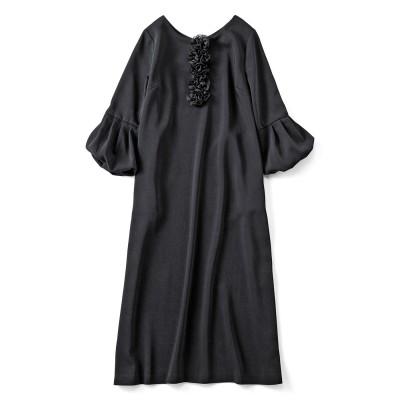 フラワーモチーフが特別なブラックドレス フェリシモ FELISSIMO