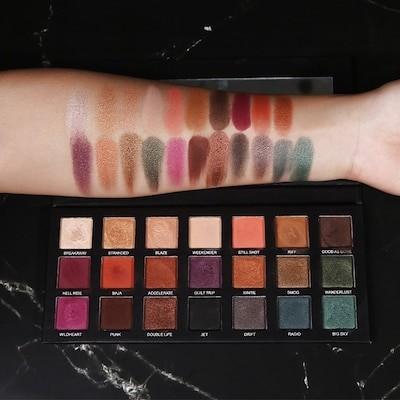 人気の新しいGUICAMIDecline City 21 Color Eyeshadow Matte Pearlescent Glitter European and American Smokey