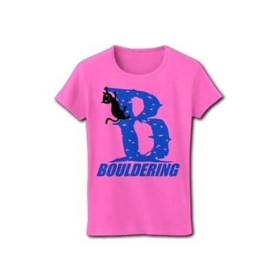ボルダリングをする黒猫(Bロゴ青) リブクルーネックTシャツ(ピンク)