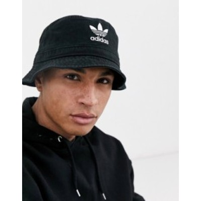 アディダス メンズ 帽子 アクセサリー adidas Originals logo bucket hat in black Black