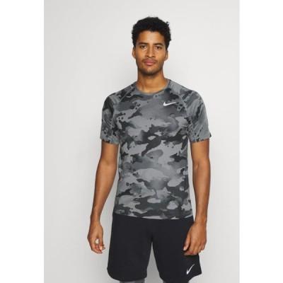 ナイキ メンズ スポーツ用品 SLIM CAMO - Print T-shirt - smoke grey/grey fog
