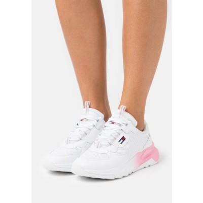トミージーンズ レディース 靴 シューズ CHUNKY TECH GRADIENT RUNNER - Trainers - white
