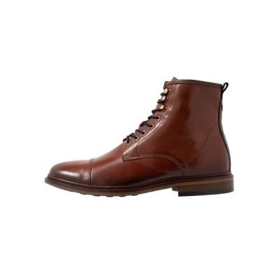 シューザベア ブーツ&レインブーツ メンズ シューズ CURTIS - Lace-up ankle boots - tan