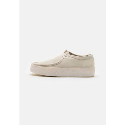 クラークス メンズ 靴 シューズ WALLABEE CUP - Casual lace-ups - white