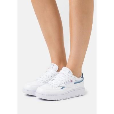 リーボック スニーカー レディース シューズ CLUB C DOUBLE - Trainers - footwear white/cold grey/dynamic red