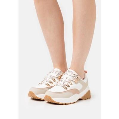 レディース 靴 シューズ WIDE FIT LAUNCESTON - Trainers - peach