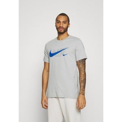 ナイキ Tシャツ メンズ トップス TEE AIR - Print T-shirt - light smoke grey