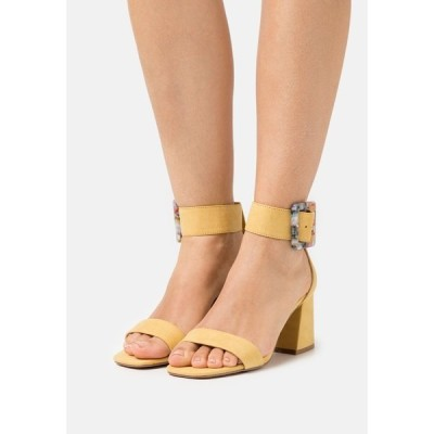 オンリー シューズ サンダル レディース シューズ ONLHULA LIFE BUCKLE HEELED  - Sandals - yellow