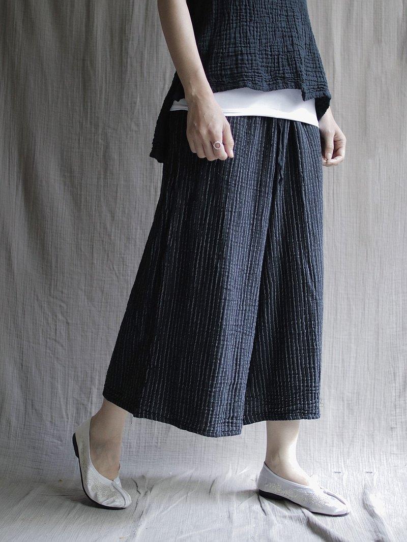 壓紋布料寬褲 黑條紋