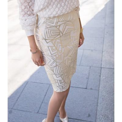 サン·パール·スカート-シックな雰囲気と独特の幾何学模様を持ち、鮮やかで上品な雰囲気を強調したパール柄のミディスカート 腰にバンドを巻いたり、テンションが上がったりすると満足です。