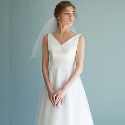 ウエディングドレス ホワイト 光沢サテン エレガント ミディアムドレス
